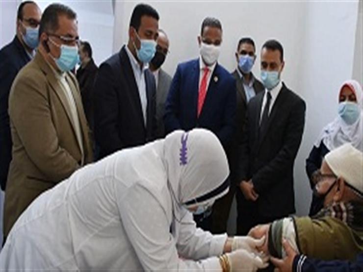 تطعيم أصحاب الأمراض المزمنة وكبار السن بلقاح كورونا في دمياط