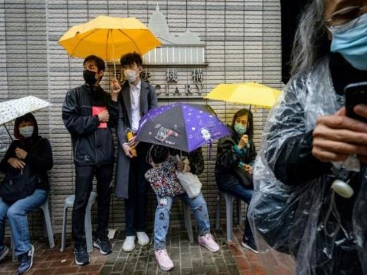 سجن عشرات الناشطين في هونغ كونغ بعد جلسات ماراثونية للنظر في إطلاق سراحهم بكفالة