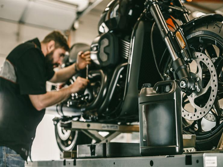 نظرية الـ10 دقائق.. الطريقة الصحيحة لقياس زيت محرك الدراجة النارية