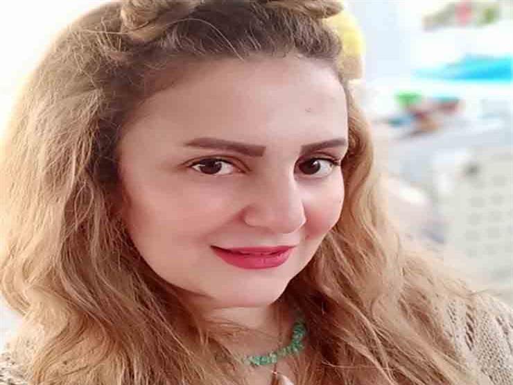 """رانيا محمود ياسين: """"المهنة مش النجم ولا النجمكة"""""""