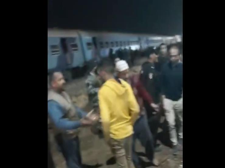 فيديو | خروج قطار عن القضبان بمحطة منيا القمح.. والدفع بـ 20 سيارة إسعاف