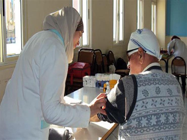 صحة المنيا: فحص 1400 مواطن خلال قافلة طبية في قرية الشيخ عبادة