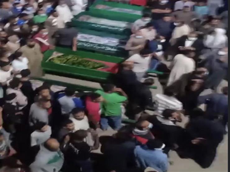 بالفيديو.. تشييع جنازة 5 ضحايا من قرية واحدة لقوا مصرعهم في حادث أتوبيس أسيوط