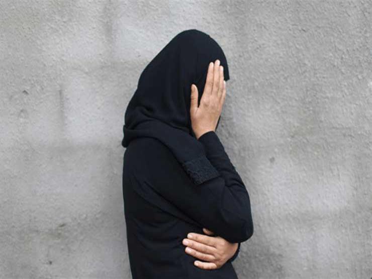 """صورة """"ليس عليك ذنب ولا كفارة"""".. أمين الفتوى لسيدة واصلت عبادتها و"""