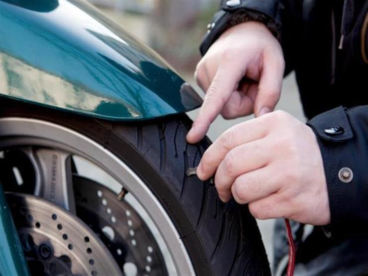 استعدادا للصيف .. كيف تتأكد من سلامة إطارات دراجتك النارية؟