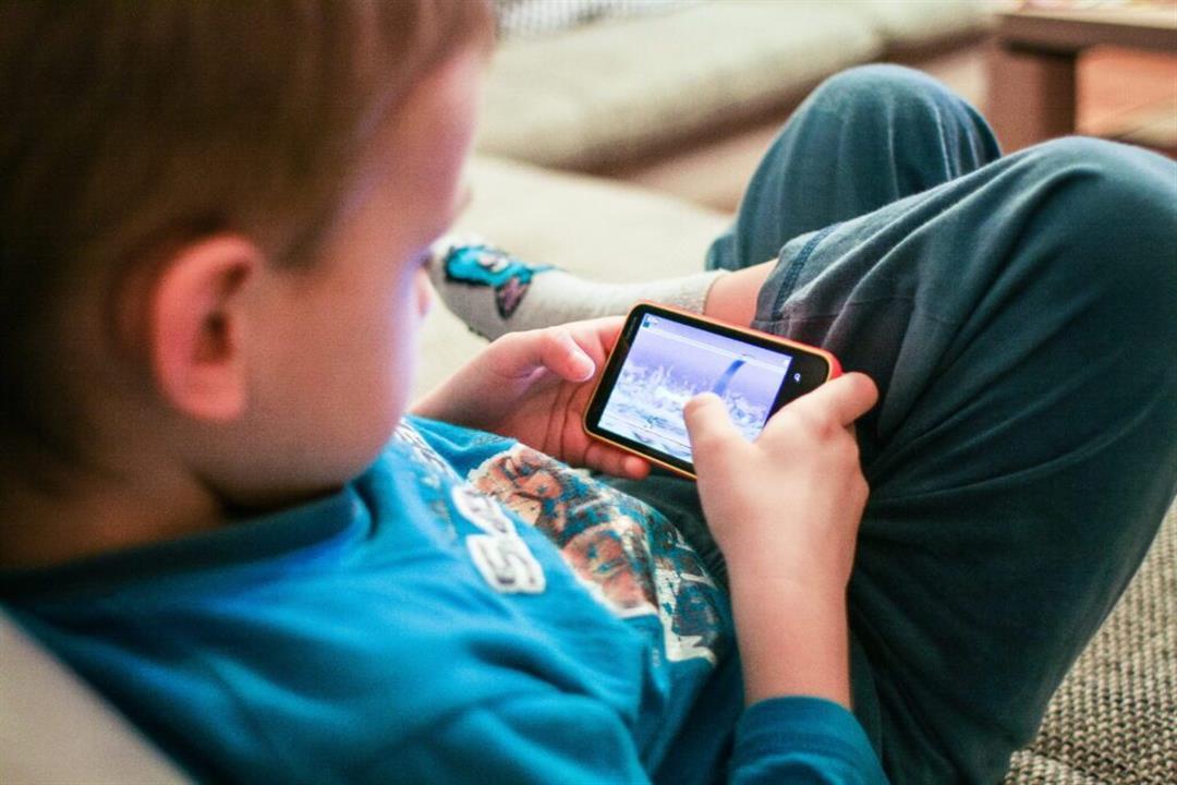 ألعاب الموبايل.. هل تؤدي لإصابة الأطفال بالصرع؟