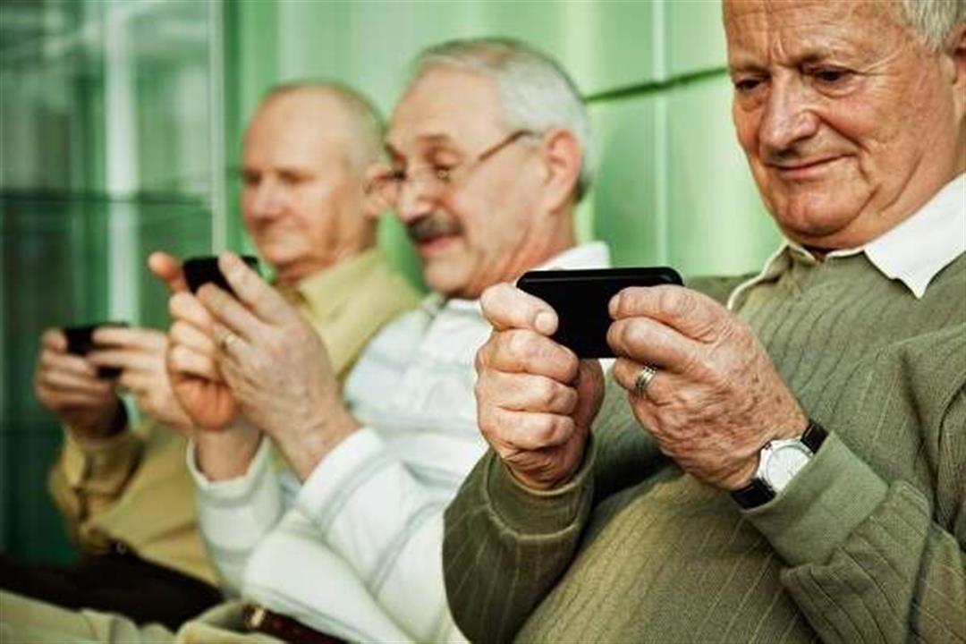 هكذا يؤثر الإنترنت على الصحة العقلية لكبار السن