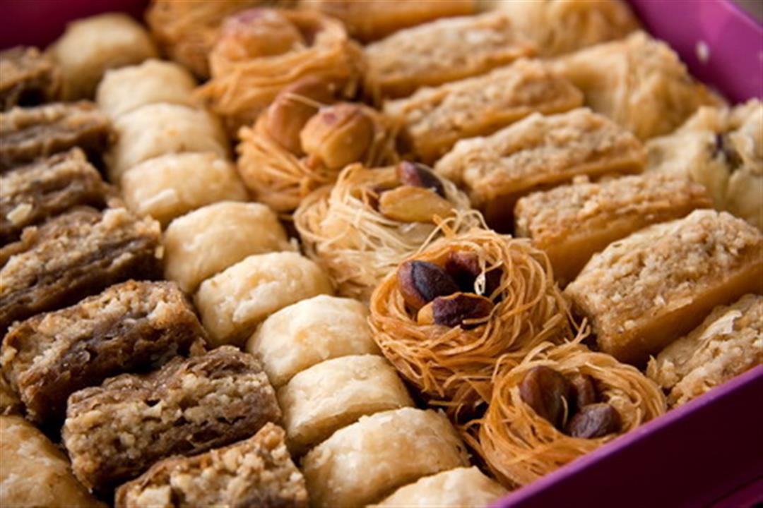 تجنّب الحلويات الرمضانية.. ماذا تأكل بين الإفطار والسحور؟
