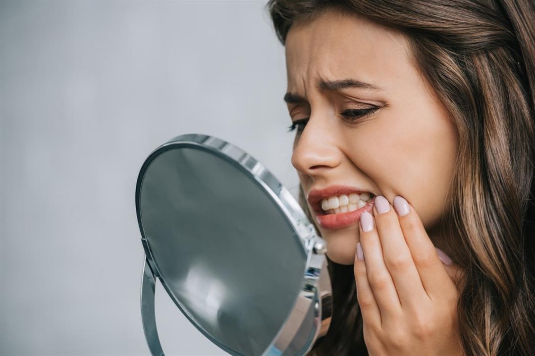كيف تفرق بين ألم تسوس الأسنان والتهاب اللثة؟