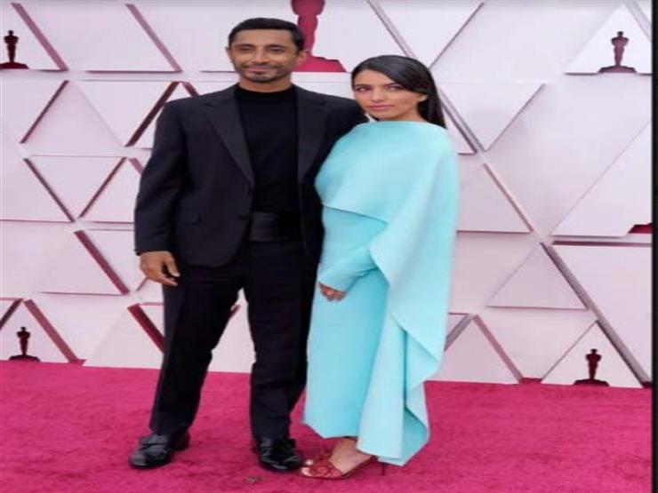لقطة رومانسية بين ريز أحمد وصديقته على السجادة الحمراء للأوسكار 2021 (فيديو)