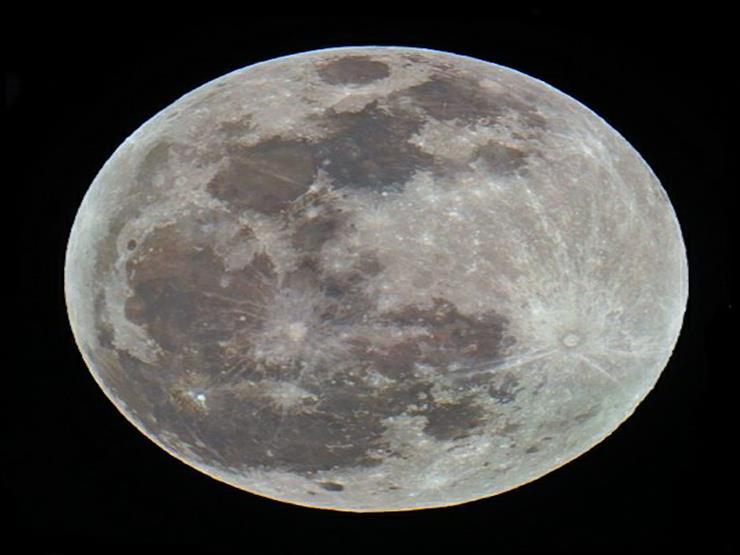 قمر العشب النابت.. تفاصيل آخر ظاهرة فلكية لشهر أبريل الليلة