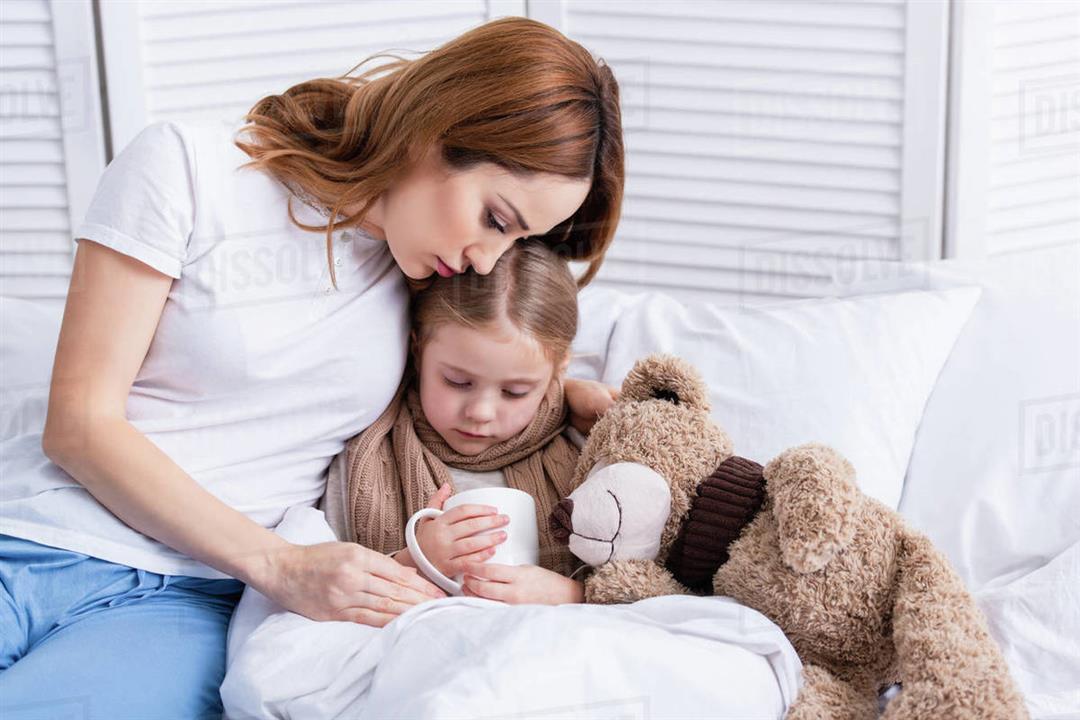 5 معتقدات خاطئة تضر بصحة طفلِك.. إليكِ تصحيحها