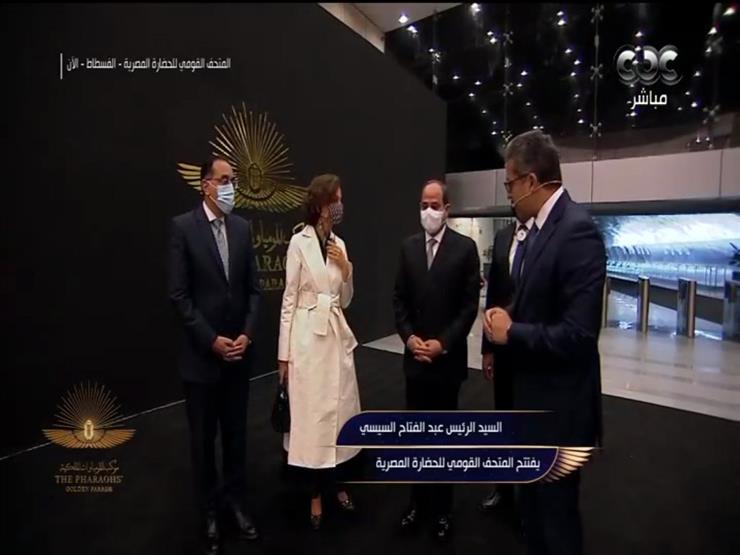 وزير الآثار يهدي الرئيس السيسي التذكرة رقم 1 للمتحف القومي للحضارة المصرية