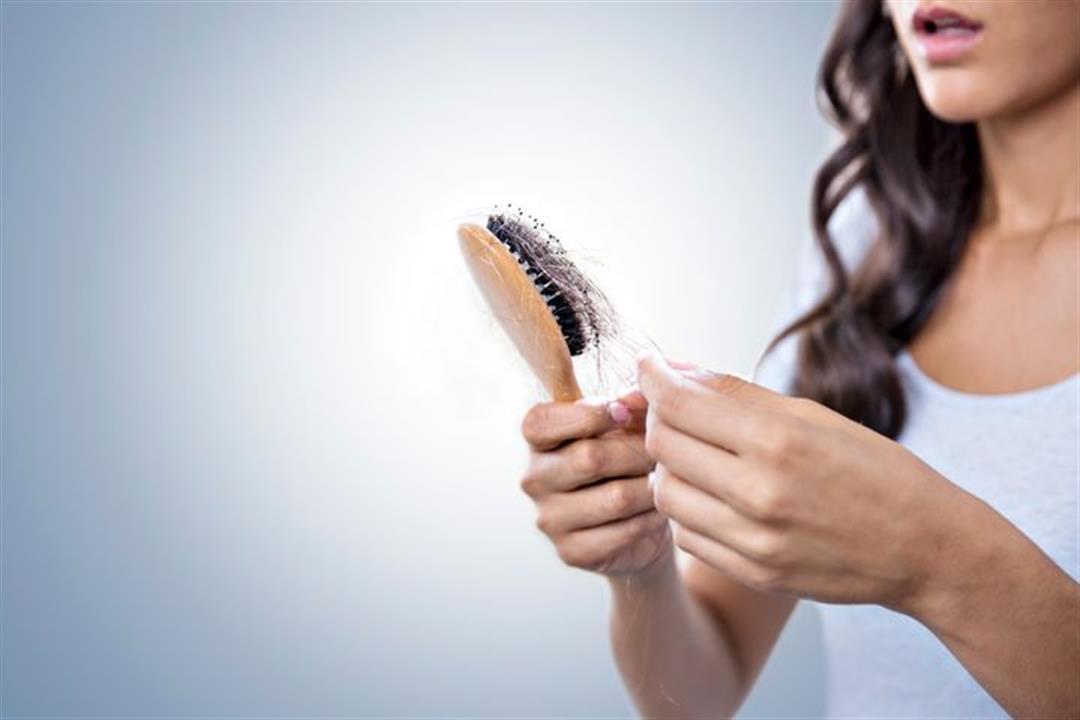 تعاني من تساقط الشعر؟.. 5 فيتامينات ومعادن ضرورية لعلاجه