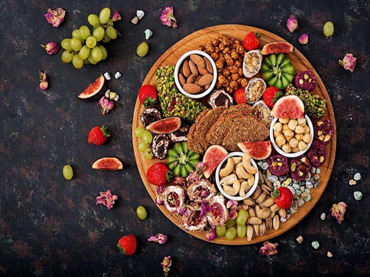 """كيف تصوم رمضان بدون زيادة وزن وتخفض ضغط الدم؟.. """"الصحة العالمية"""" تجيب"""