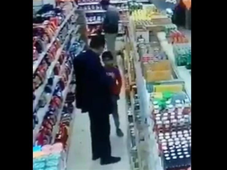 """""""ضربني بالقلم"""".. تفاصيل اعتداء شخص على طفل في المنصورة - فيديو"""