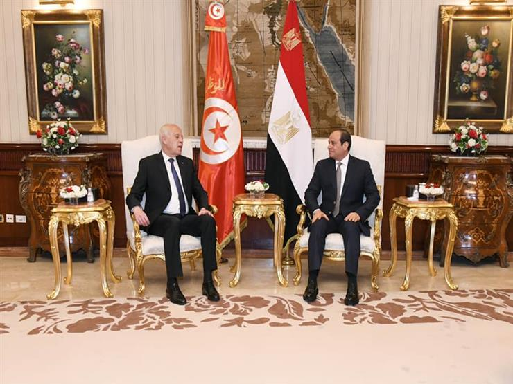 """في أول زيارة لمصر.. ماذا كتب الرئيس التونسي لـ """"عبدالناصر"""" في سجل زيارات ضريحه؟"""
