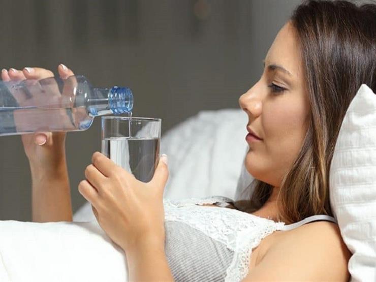 من بينها تناول الماء.. 9 أشياء احذر القيام بها في الليل قبل النوم