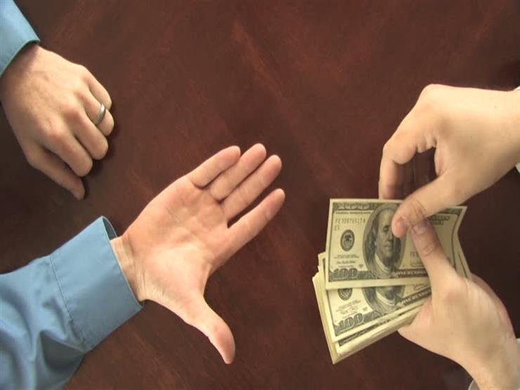 اكتسب زوجي أموالًا كثيرة بطرق غير مشروعة فماذا نفعل؟.. رد ونصيحة من أمين الفتوى