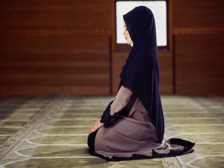 """""""صلاتها صحيحة"""".. الإفتاء توضح حكم تغطية قَدَم المرأة في الصلاة"""