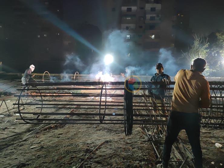 """الشقيانين في رمضان  عمال محور ترعة الزمر في عيدهم: """"الشغل مبيوقفش"""""""