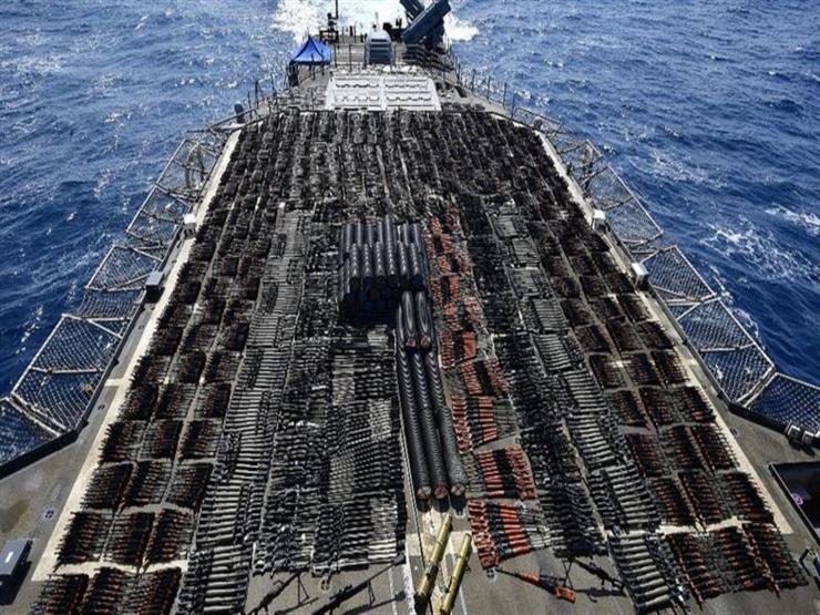 سفينة حربية أمريكية تضبط شحنة أسلحة روسية وصينية ضخمة في بحر العرب