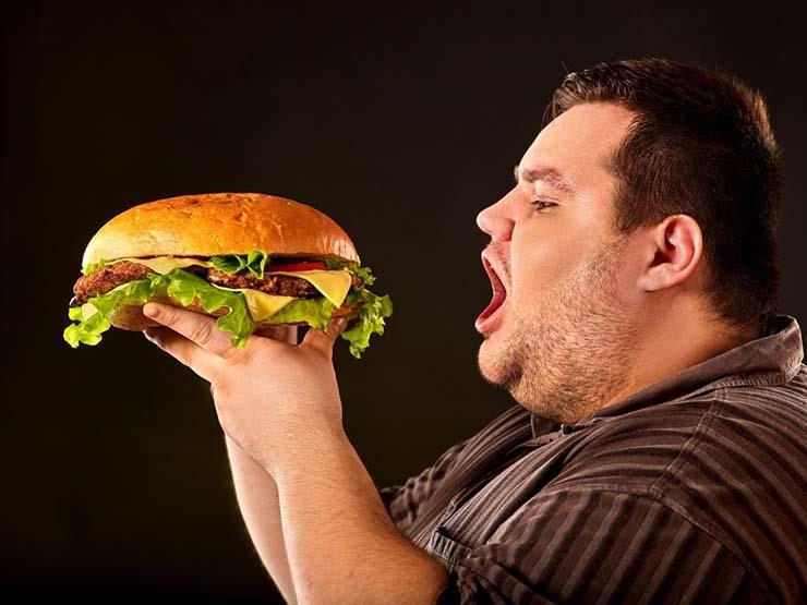 7 آثار ضارة للإفراط في تناول الطعام خلال أيام العيد