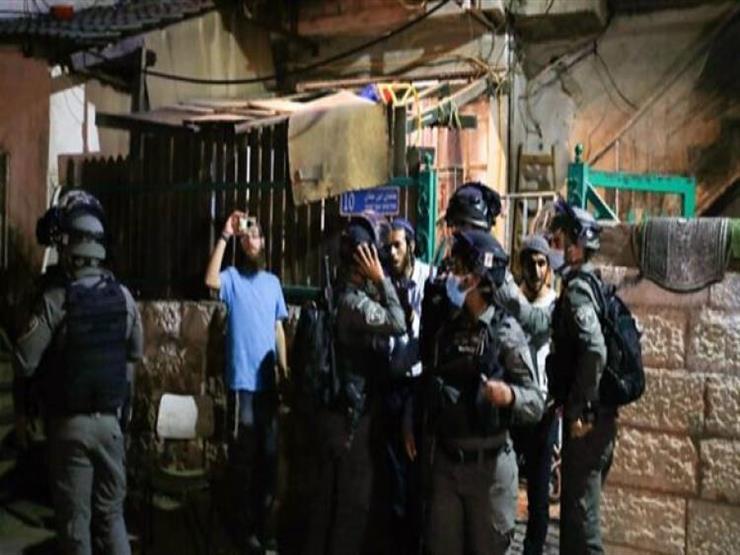 مستوطنون يقتحمون حي الشيخ جراح وسط حماية قوات الاحتلال