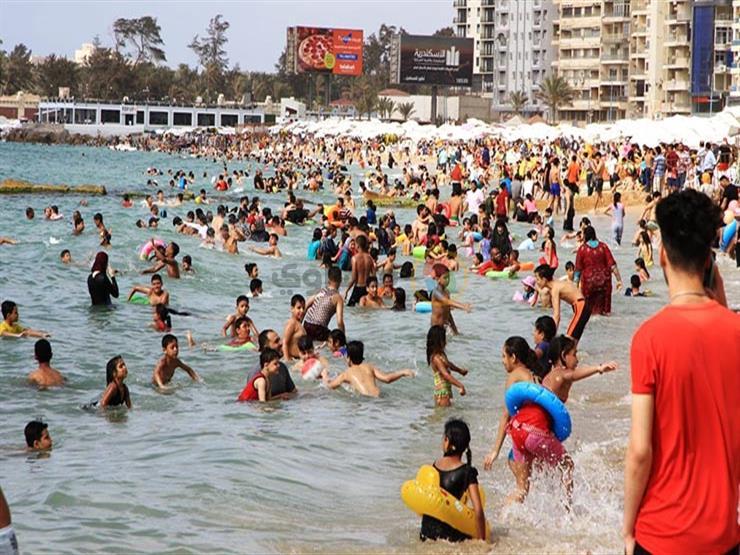 استشاري المناعة: الازدحام على الشواطئ أو في حمامات السباحة فرصة للإصابة بالكورونا