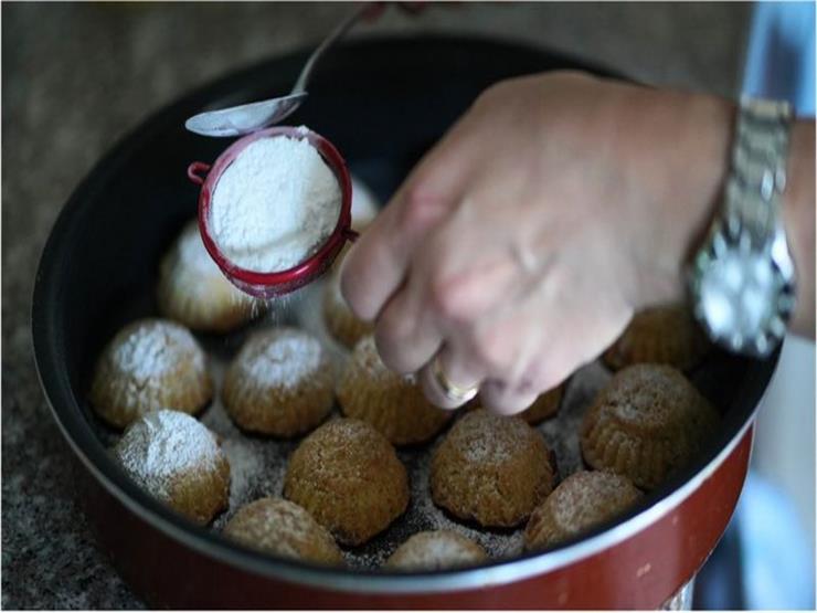 """تبعات الأزمة الاقتصادية تطال حتى """"المعمول"""" الذي يقدمه اللبنانيون احتفالا بعيد القيامة"""