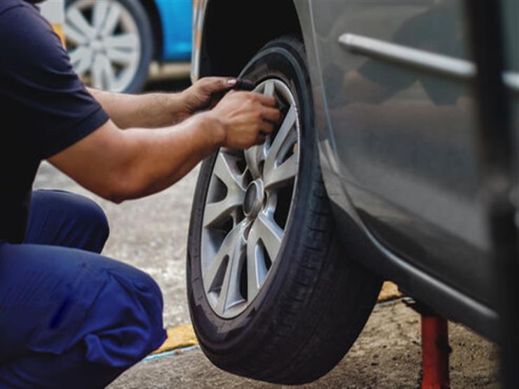الطريقة الصحيحة لتغيير إطارات السيارة بنفسك .. تعرف عليها
