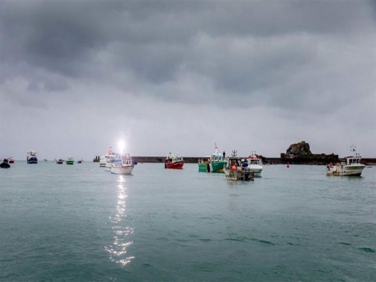 فرنسا ترسل زورقين إلى ميناء جيرسي ردا على خطوة بريطانية مماثلة وسط توتر بين البلدين