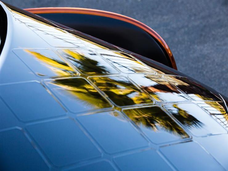 """""""بريجستون"""" و""""لايتيير"""" تكشفان عن إنتاج أول سيارة طاقة شمسية للمسافات البعيدة"""