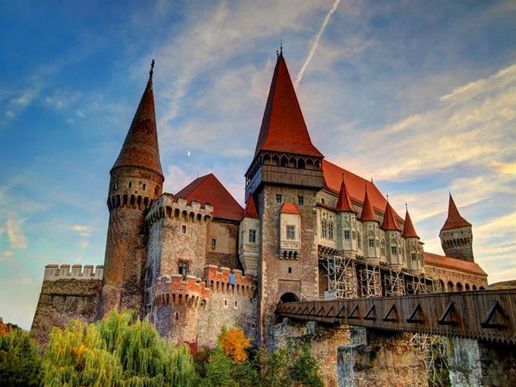 """توفير لقاحات كورونا لزوار قلعة """"دراكولا"""" في رومانيا"""