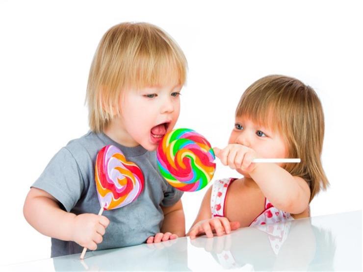 هل طفلك يتناول الحلوى قبل الوجبة الرئيسية ؟.. إليك الفوائد