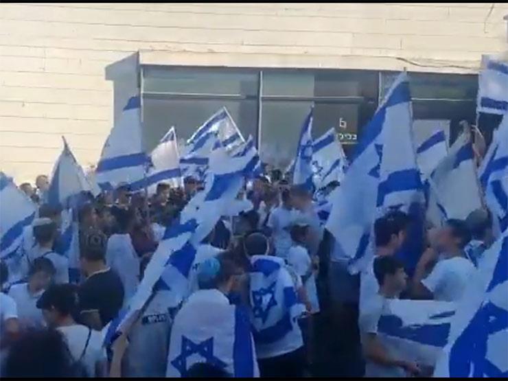 إصابة العشرات واعتقال 17 فلسطينيًا.. انتهاء مسيرة الأعلام الاستفزازية في القدس المحتلة