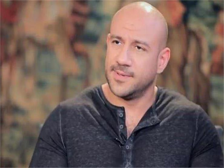 """أحمد مكي يشارك جمهوره فيديو مع """"شمبانزي"""".. وهكذا علّق"""