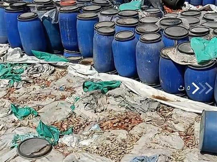 ضبط 70 طن مخلل وملح غير صالح للاستهلاك داخل مصنع في المنوفية