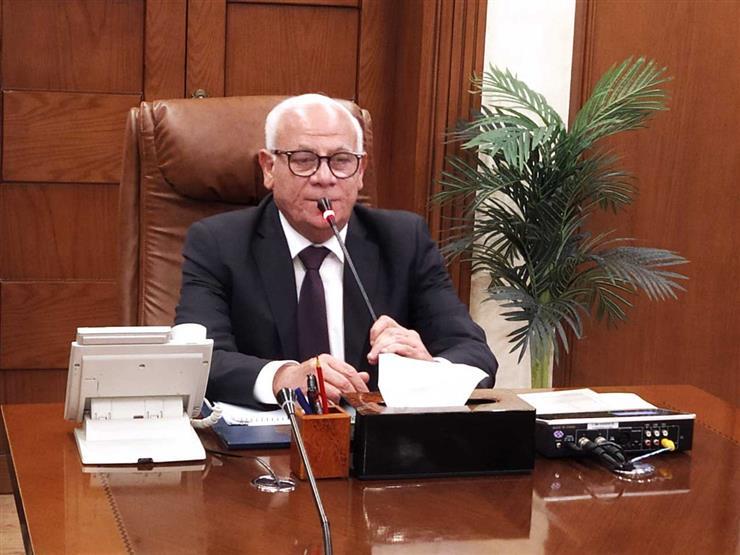 """محافظ بورسعيد يحفز الطلاب: """"شدوا حيلكم العشر الأوائل على الإعدادية بنات"""""""