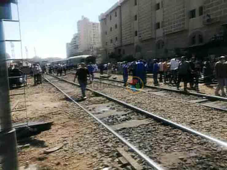 8 إصابات.. السكة الحديد تصدر بيانا بشأن حادث قطار الإسكندرية