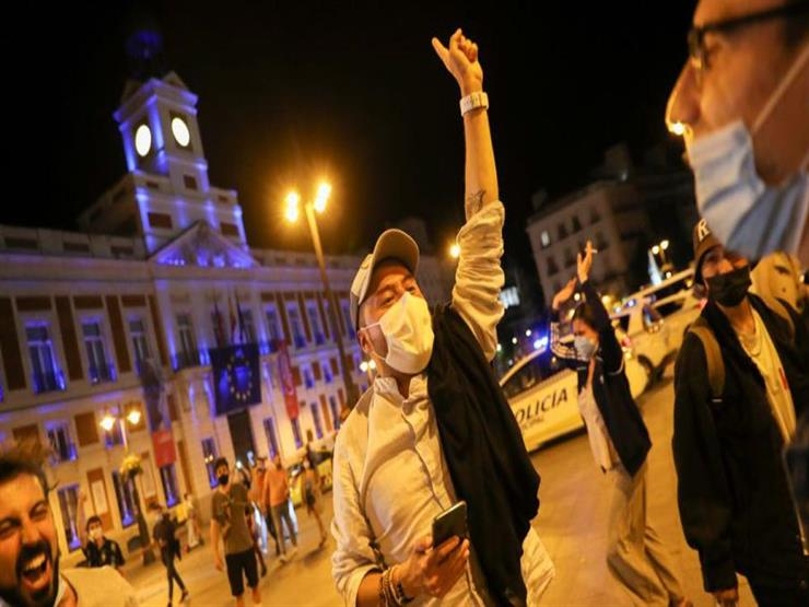 الإسبان يتنفسون الصعداء بعد إلغاء الالتزام بالأقنعة الواقية