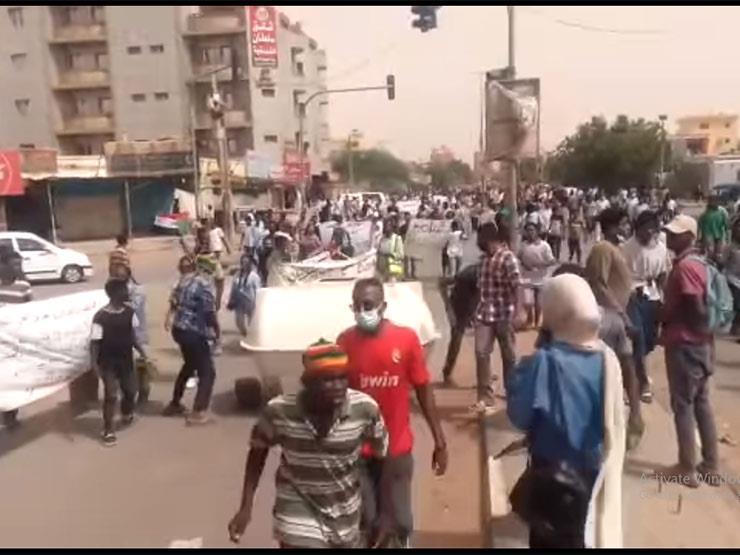 """بشعار """"أختونا"""".. مظاهرات عنيفة في السودان تطالب برحيل الحكومة"""