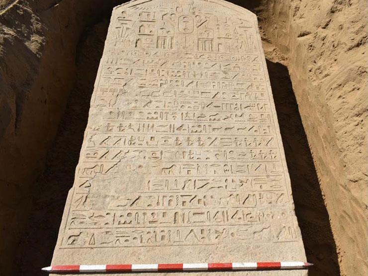 """مكتشف اللوحة الأثرية في الشرقية: """"كنت بحسبها طوبة"""""""