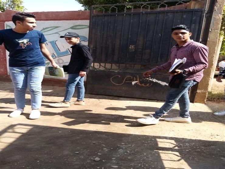 طلاب الثانوي في بني سويف: الامتحان متوسط المستوى