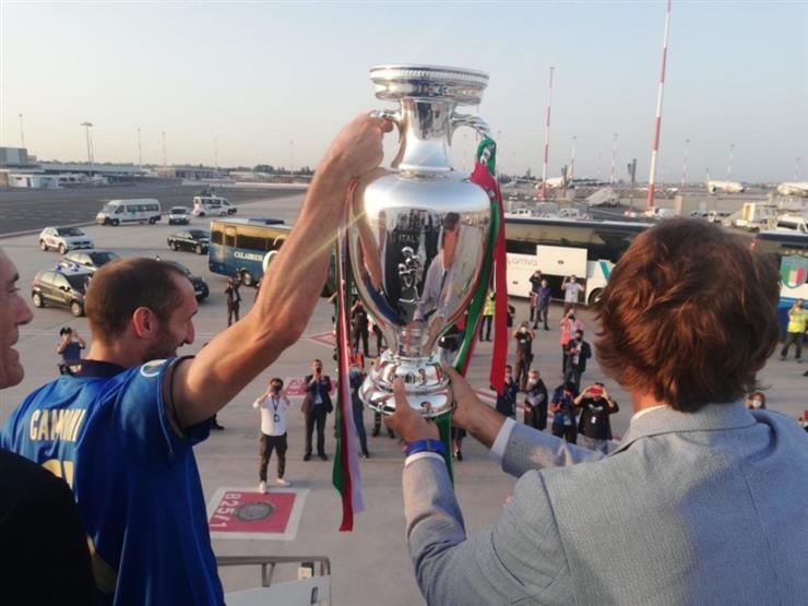 بالصور.. وصول بعثة المنتخب الإيطالي إلى روما بكأس اليورو