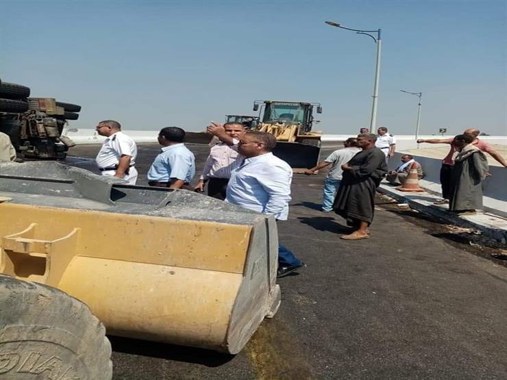 بسبب انقلاب سيارة.. توقف حركة السير بمحور عدلي منصور في بني سويف