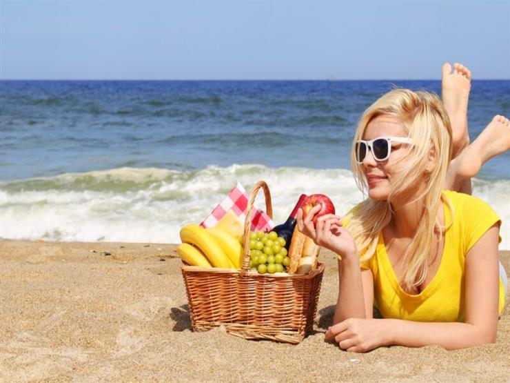 غير الماء.. تناول هذه الأطعمة والمشروبات لترطيب الجسم في الصيف