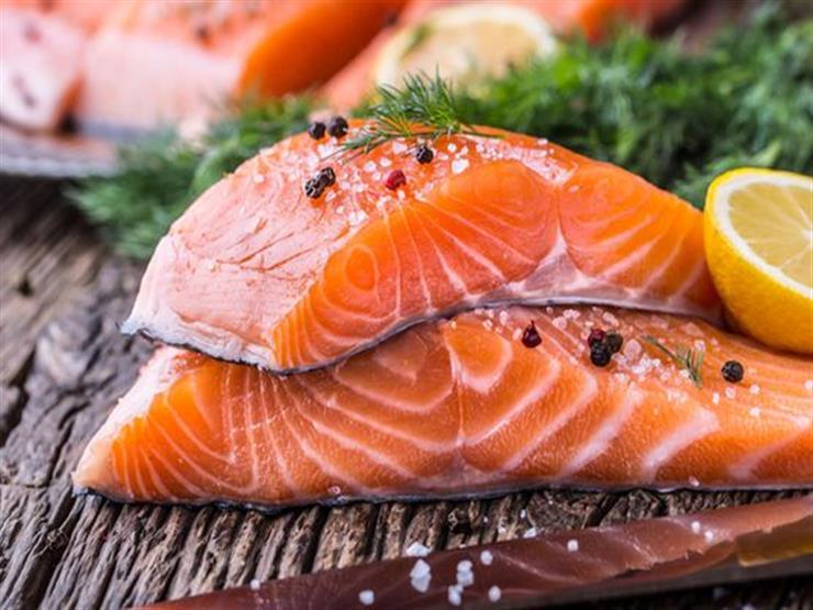 لماذا يوصي الأطباء بتناول سمك السلمون الأطلسي؟