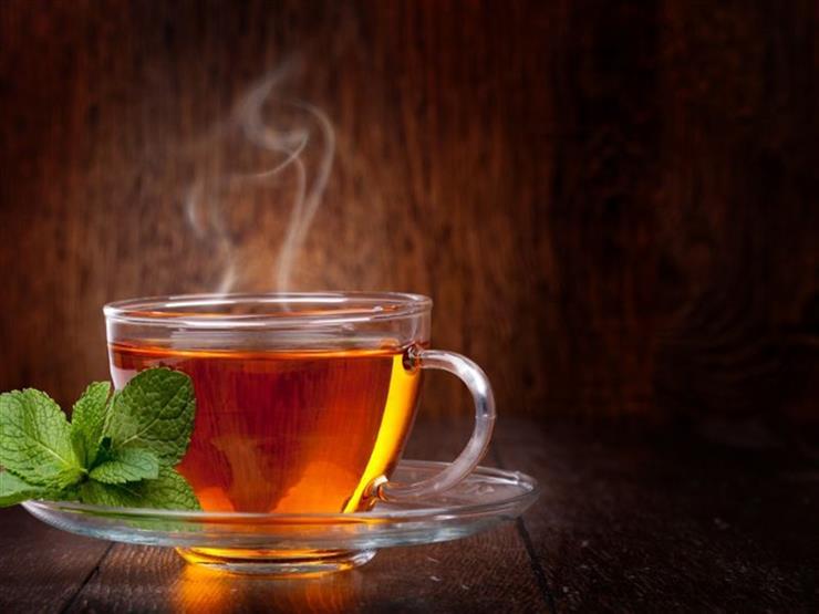 هذا ما يحدث لجسمك عند شرب الشاي الساخن في الصيف