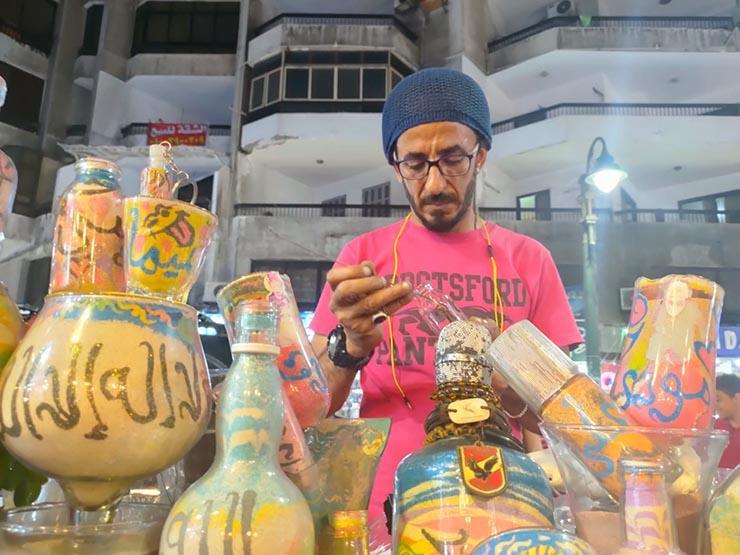 """فنان بالفطرة.. قصة بائع """"الحب"""" في شارع خالد بن الوليد بالإسكندرية (صور)"""